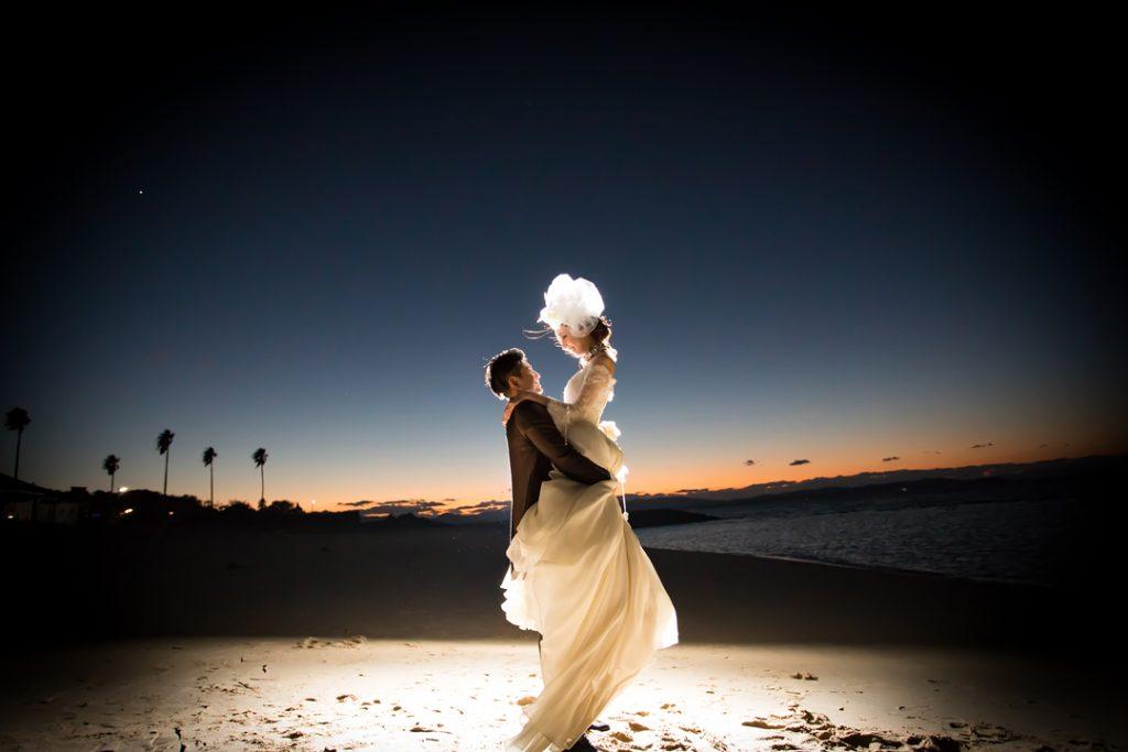 前撮り写真|ウェディングドレスと夕日