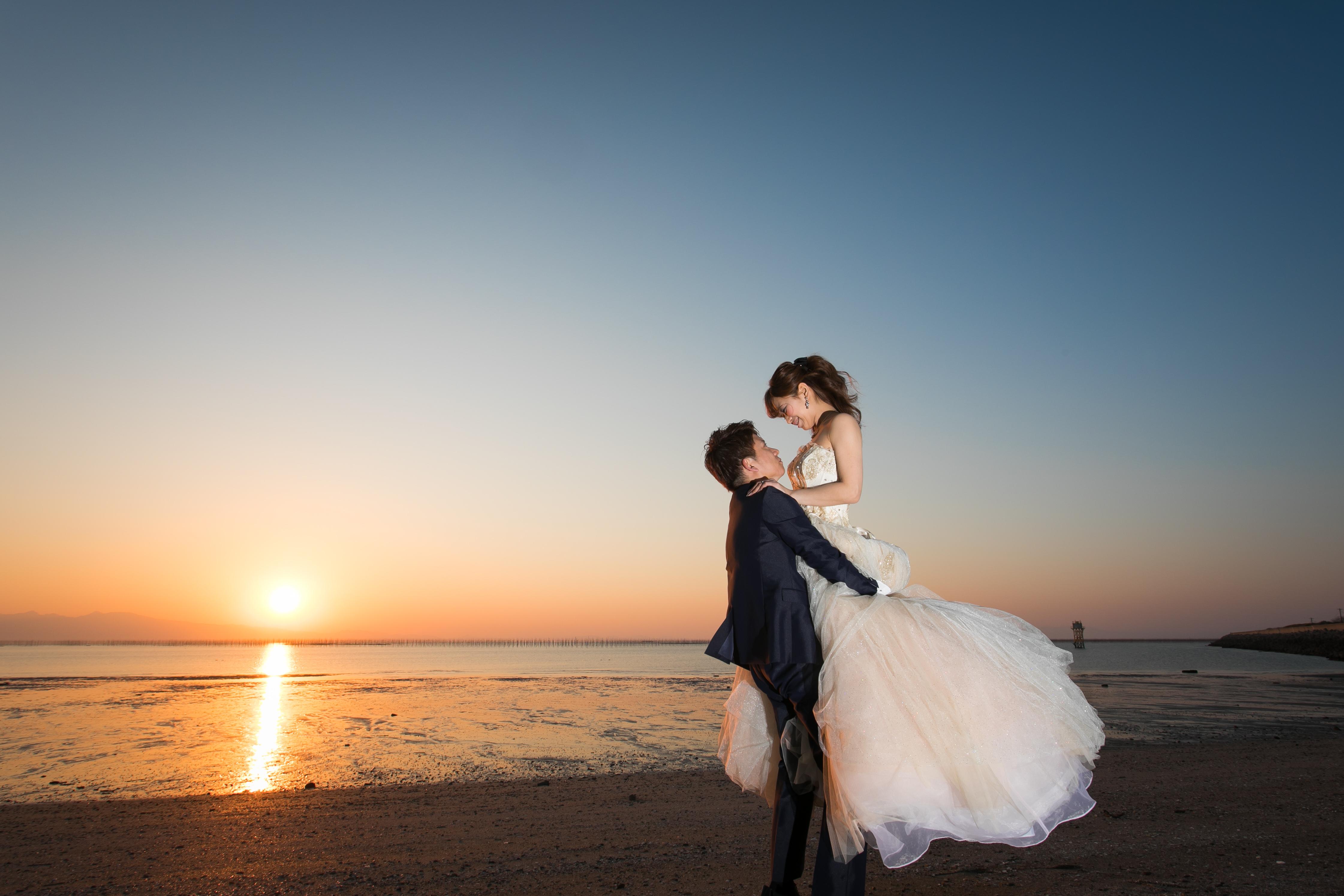 三池海水浴場で夕日の前撮り写真