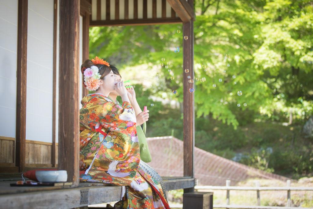 シャボン玉を使った和装前撮り写真 南関町御茶屋跡
