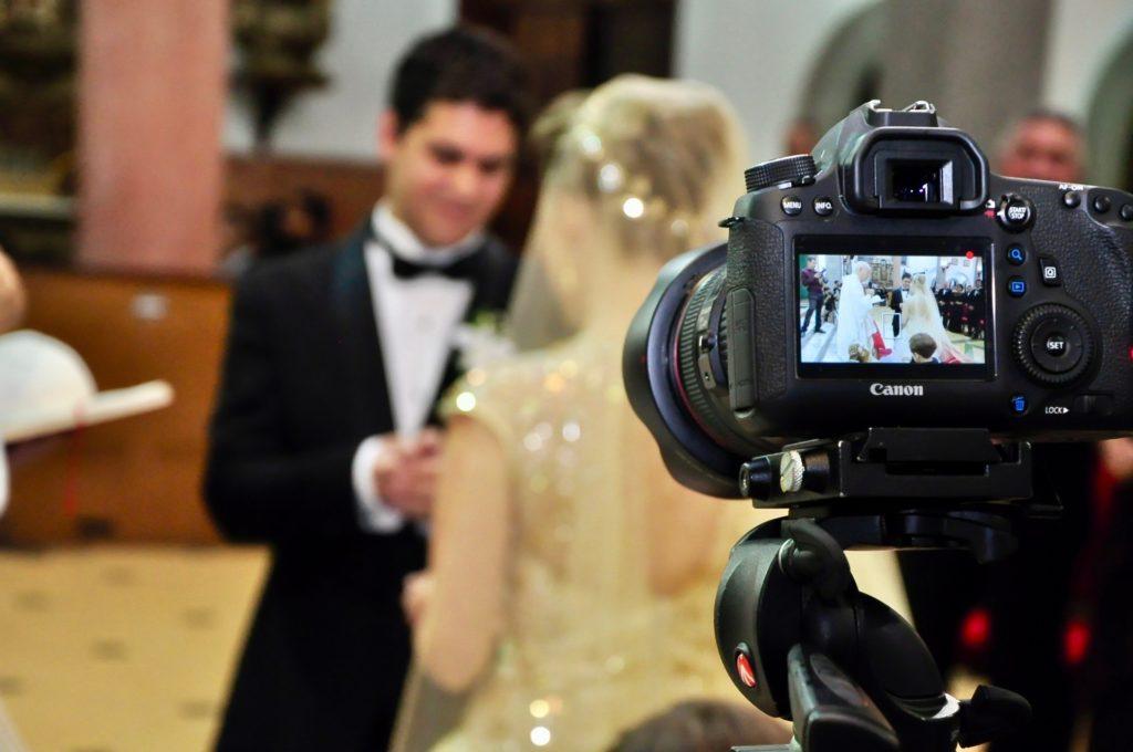 結婚式のビデオ撮影を熊本の業者や友人へ依頼するときのメリットとデメリット